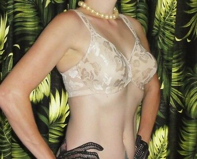 Vintage Ivory Wacoal Push Up Bra 32 DD floral lace pinup clothing girl cleavage