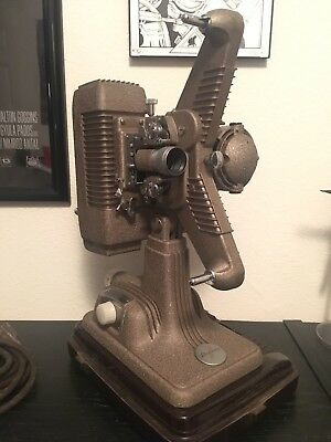 Revere P-90 Projector 16mm Antique Vintage Seems To Work