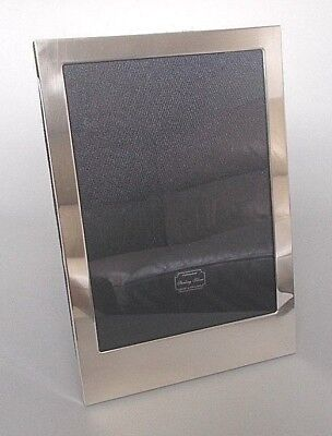 Contemporary solid silver 8.75'' x 6'' photo frame, Kitney & Co, London 2006