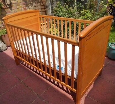Mama's & Papas Aspen Cot/Bed And Changing Top