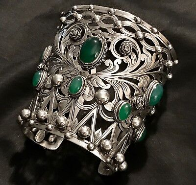 Antique Peruzzi Florence 800 Silver Chrysoprase Huge Caff Bracelet Magnificent.