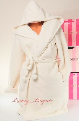 74117cfb8d Victoria s Secret Hooded Robe Plush Sherpa Cozy Pom-Pom Belt Loungewear M    L