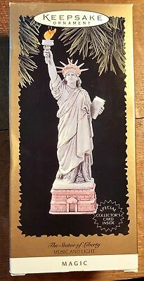 1996 HALLMARK The Statue of Liberty '96 Magic Music and Light Christmas Ornament