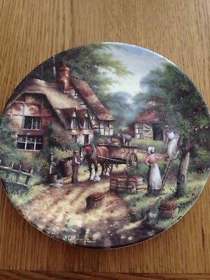 WEDGWOOD BONE CHINA COLLECTORS PLATE (Country Days Collection)