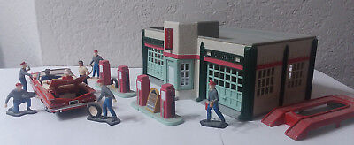 K-Line Service Station W/1:43 ROAD CHAMPS DIE CAST AUTO AND GAS STATION FIGURES