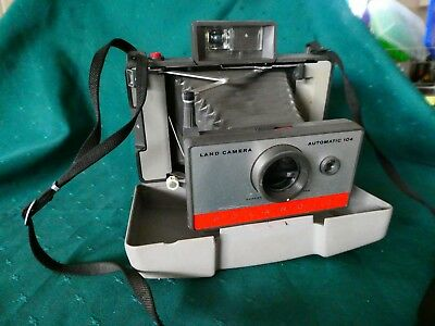 Polaroid 104 camera with bellows, manual. Display or use