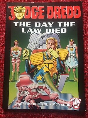 """Judge Dredd """"THE DAY THE LAW DIED"""" Graphic Novel (not 2000AD) First Edition"""