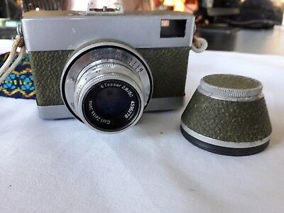 Olive Green Vintage Zeiss Werra Camera W/ Zeiss Jenna 2.8/50 Lens Untested