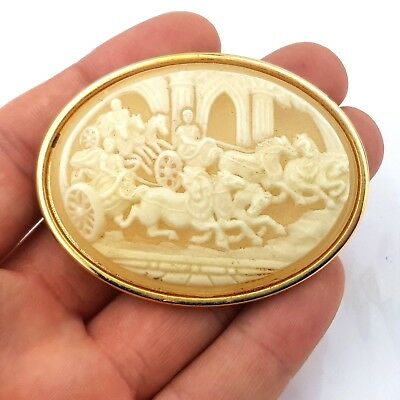 Vintage Jewellery Beautiful Chariot Race Resin Cameo Brooch