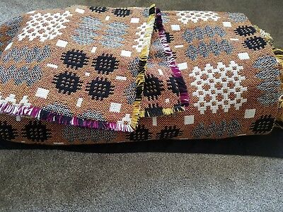 Vintage bedspread. With 2 small cushion covers