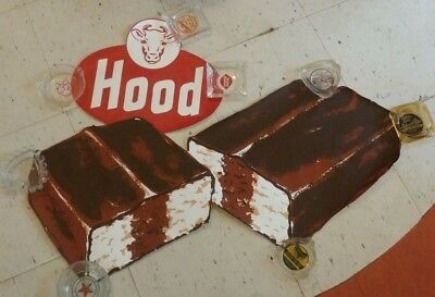 VINTAGE ANTIQUE HOOD DAIRY ICE CREAM DIE-CUT SIGN POSTER 1950s OLD MINT NOS COW