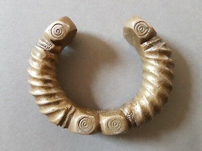 V. SOLID, HEAVY ANTIQUE TORC-LIKE AFRICAN or INDIAN TRIBAL BRONZE MONEY BRACELET