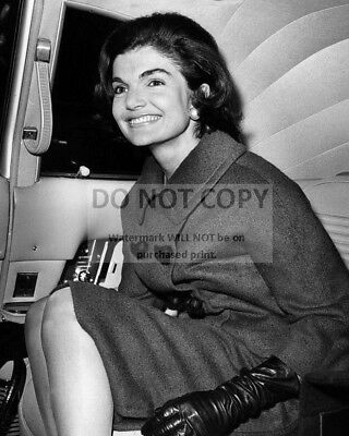 AZ110 FIRST LADY JACQUELINE KENNEDY IN THE BLUE ROOM OF WHITE HOUSE 8X10 PHOTO