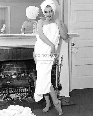 Marilyn Monroe Iconic Sex Symbol And Actress - 8X10 Publicity Photo (Bb-211)