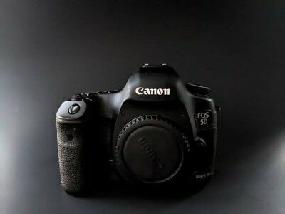 5D Mark III (Body Only) Used - Excellent Condition - Low Shutter Count