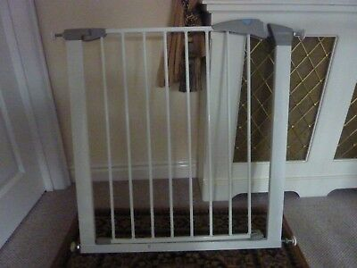 Lindam   stair gate for babies and toddlers - pressure fit, white.
