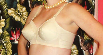 Vintage Ivory Exquisite Form Bullet Bra 40 D pin up clothing girl retro pointy