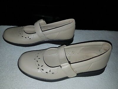 Ladies size 7 wide fit cream beige leather shoes flats from Easy B hardly worn