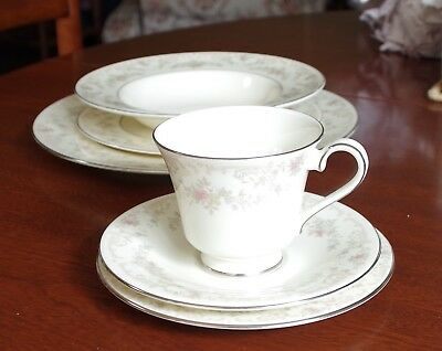 Royal Doulton Complete Dinner Set 'The Romance Collection - Diana'