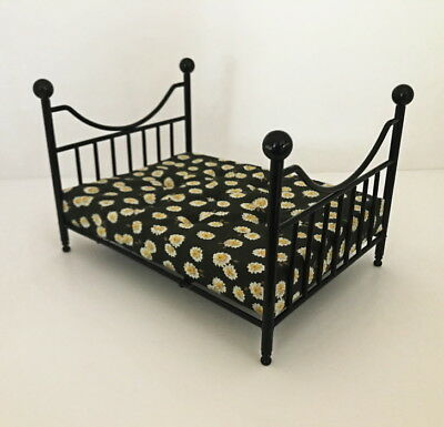 Dolls House Miniature 1:12th Scale Black Metal Double Bed With Pretty Flower Mat