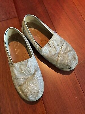 TOMS silver glitter sz 2.5 nice condition