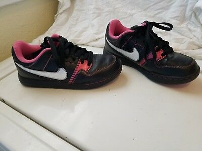 Girls/Kids classic Nike Air Force shoes. Black and Pink. Size 3.5.