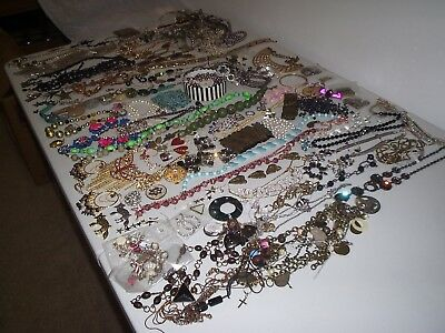 Large Job Lot Of Broken Modern And Vintage Costume Jewellery Crafts /repair (A)