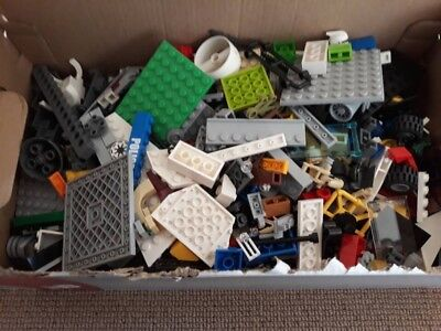 Lego 1 kg of pre-owned bricks - 5 OR MORE MINI FIGURES IN EVERY BUNDLE