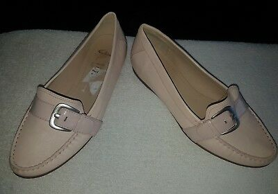 Ladies size 6.5 light pink leather shoes flats Clarks hardly worn great quality!