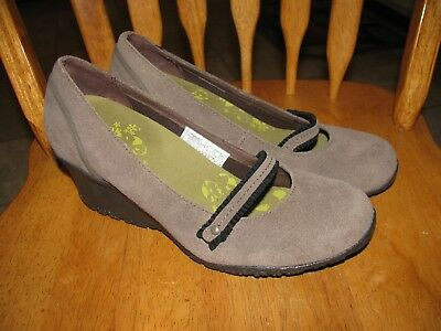 Womans Merrell shoes size US 8