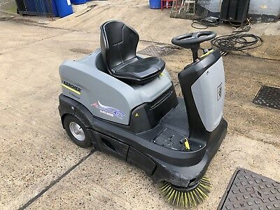 Karcher KM 90/60 Ride On Battery Sweeper Price Includes Vat only 436 Hours