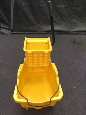 Rubbermaid Brute Industrial Mop Bucket with Wringer - Used Once
