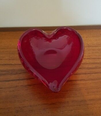 WHITEFRIARS 9564 RUBY RED HEART SHAPED GLASS BOWL WITH CONTROLLED BUBBLES c1960s