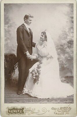 Romantic Young Married Couple Wedding Chicago, Illinois Cabinet Card Photo 2691