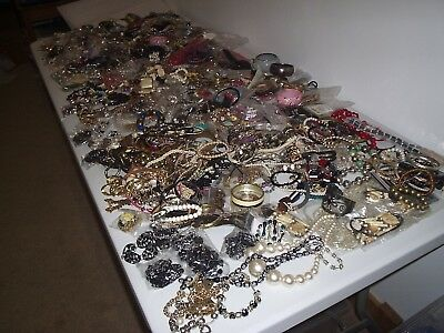 LARGE 11 kg JOB LOT OF OF MIXED COSTUME JEWELLERY