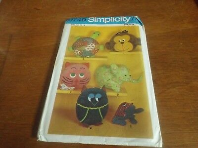 Simplicity Uncut Pattern 9740 Pillow Toy or Pamaja Bags