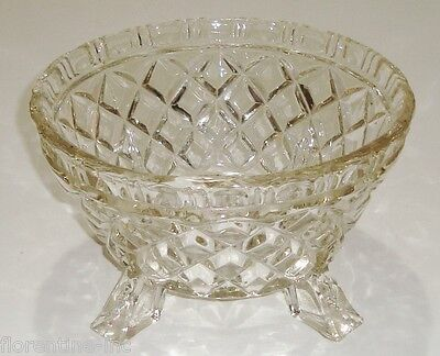 A BEAUTIFUL VINTAGE PRESSED GLASS BOWL w'four feet