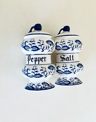 Vintage Blue Willow Salt And Pepper Shakers  - Blue Onion Japan 1950's - Large