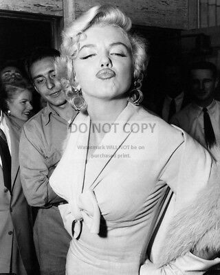 Marilyn Monroe Iconic Sex Symbol And Actress - 8X10 Publicity Photo (Bb-386)