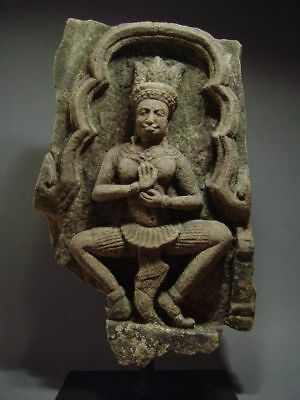 KHMER SANDSTONE TEMPLE GODDESS 'APSARA', RELIEF FRAGMENT. ANGKOR THOM 13th C
