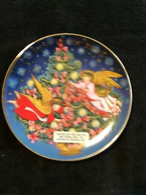 Avon 1995 collectible plate Christmas trimming the tree 22k gold trim