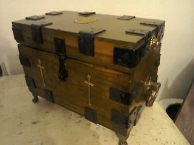 Antique Vintage Wooden Chest Trunk Iron Bands Brass Fittings Velvet Lined Oak