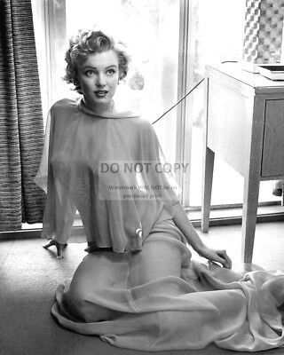 Marilyn Monroe Iconic Sex Symbol And Actress - 8X10 Publicity Photo (Bb-773)