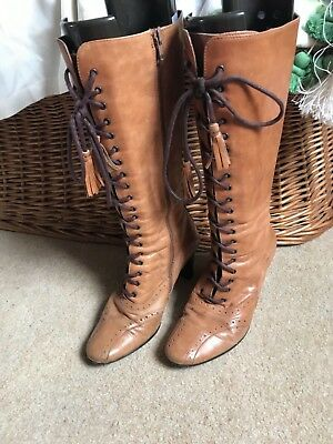 Vintage Victorian Style  Boots. Size 5. Lace Up With Zip.
