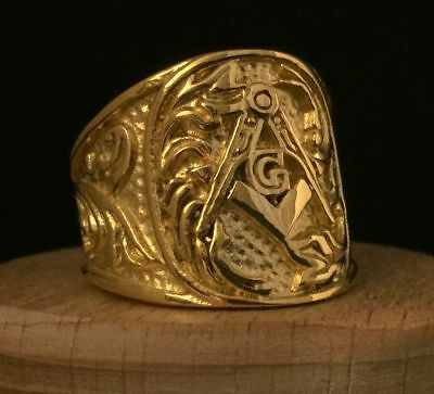 Ornate Vintage Style Masonic Gold Band Ring Square Compasses Oval Face Leaves