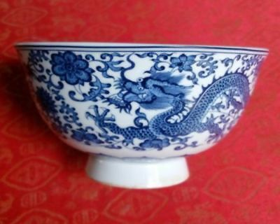 Chinese antiques Blue and white Porcelain Bowl Painted dragon Qianlong mark b01