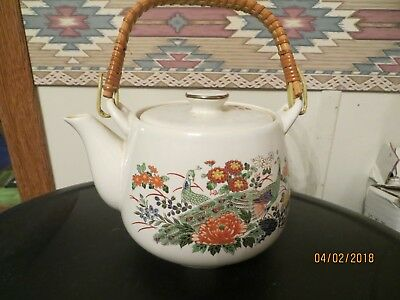 Japanese Porcelain Saki Tea Set Tea Pot With 4 Cups Made In Japan