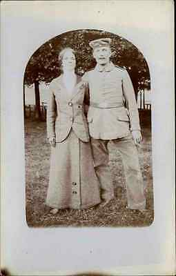 Echtfoto-AK Real-Photo 1914/18 WK I. World War Soldat mit Frau Soldier with Wife