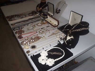 Large Job Lot Of Vintage & Costume Jewellery Necklaces Bracelets Brooches (C)