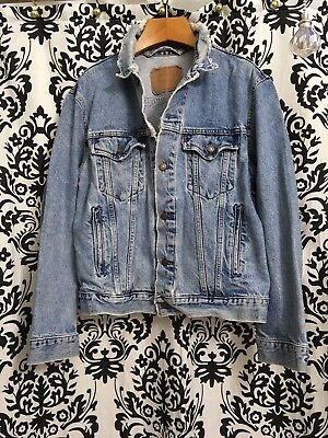 Levis Jacket Denim Distressed Ripped True Size 44 L Trucker Light Vintage